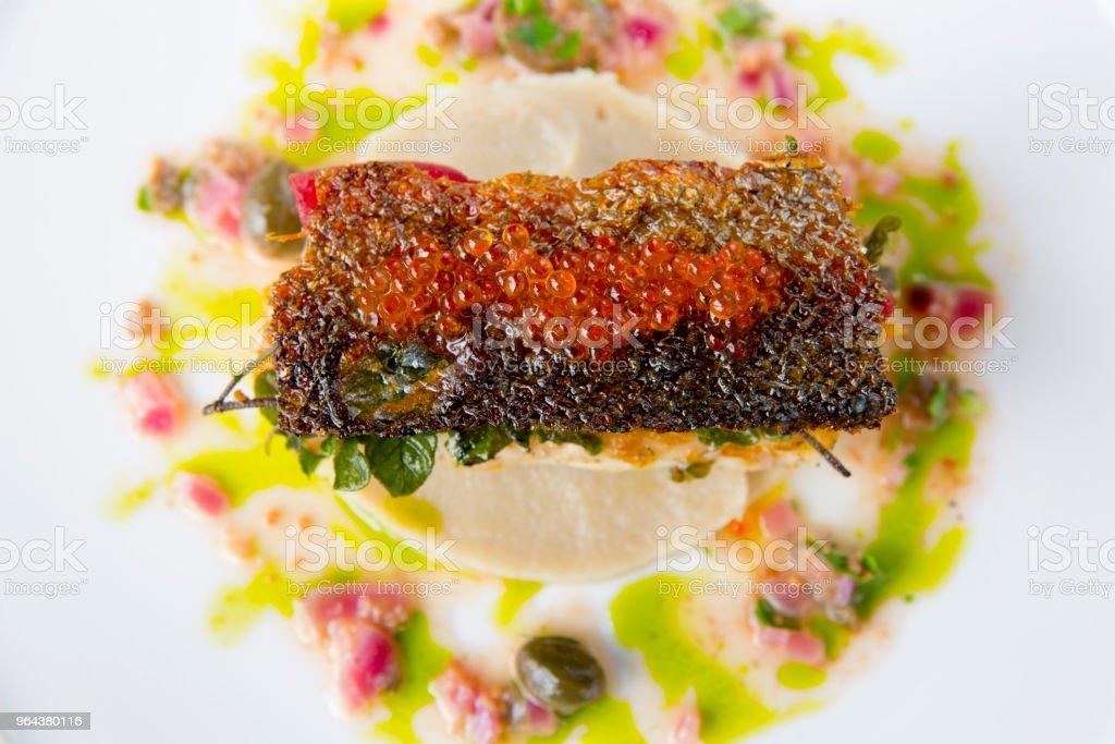 Frutos do mar salmão grelhado aperitivo - Foto de stock de Alcaparra royalty-free