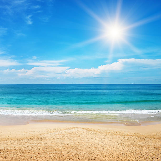 seascape and sun on blue sky background​​​ foto