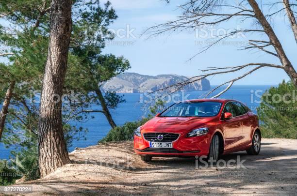Marinmålning Av Medelhavet Med Röd Bil Volvo Mallorca Spanien-foton och fler bilder på Avkopplingsaktivitet