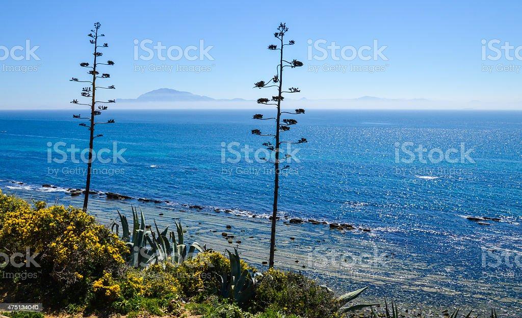 Морской пейзаж испанского побережья и Марокко в отдалении. стоковое фото