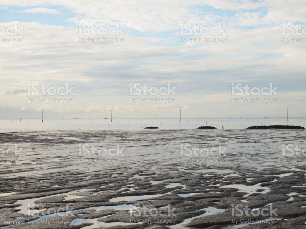 pejzaż morski na błękitnym niebie - Zbiór zdjęć royalty-free (Bez ludzi)