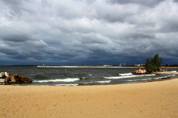 Cтоковое фото Seascape. Sandy beach. Gloomy cloudy sky.
