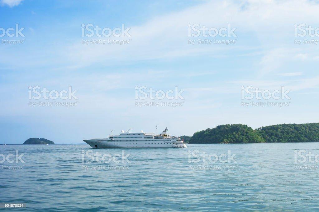 海景與大白色客輪, 泰國 - 免版稅地勢景觀圖庫照片