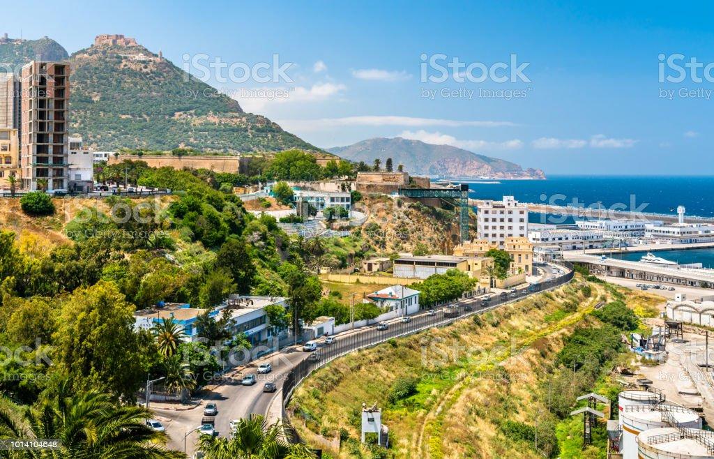 Boulevard de bord de mer à Oran, une grande ville algérienne - Photo