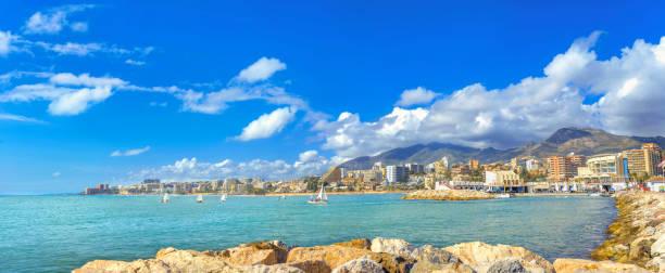 Playa de la ciudad costera de Benalmádena. Provincia de Málaga, Andalucía, España - foto de stock