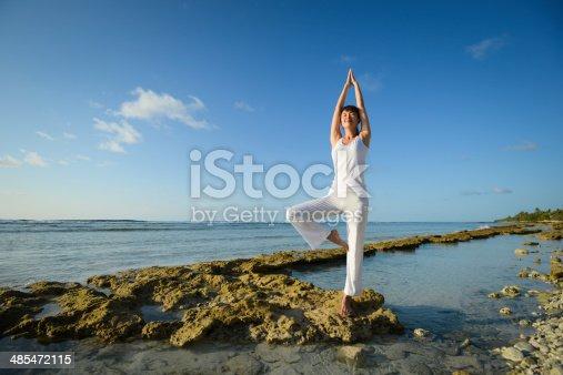 istock Seaside Yoga Class 485472115