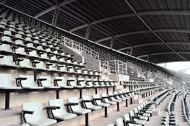 sitzplätze im stadion - niemand stock-fotos und bilder
