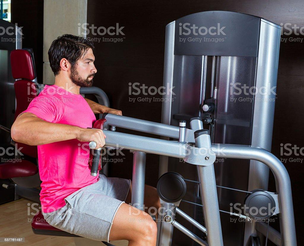 ejercicios espalda gym hombre