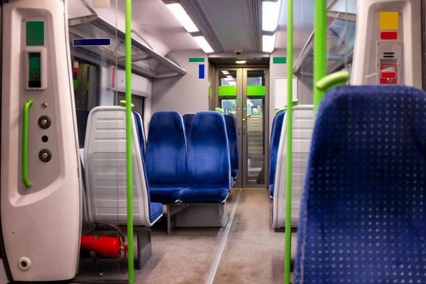 在火車車廂內休息 - 火車車廂 個照片及圖片檔