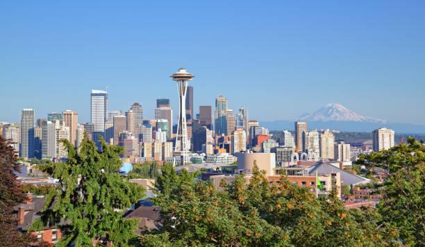 西雅圖城市景觀和雷尼爾山 - seattle 個照片及圖片檔