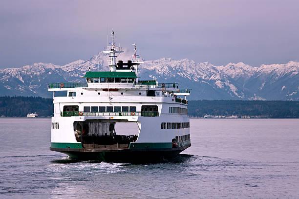 seattle ferry travel - veerboot stockfoto's en -beelden