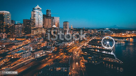 shot of Seattle skyline in dt.
