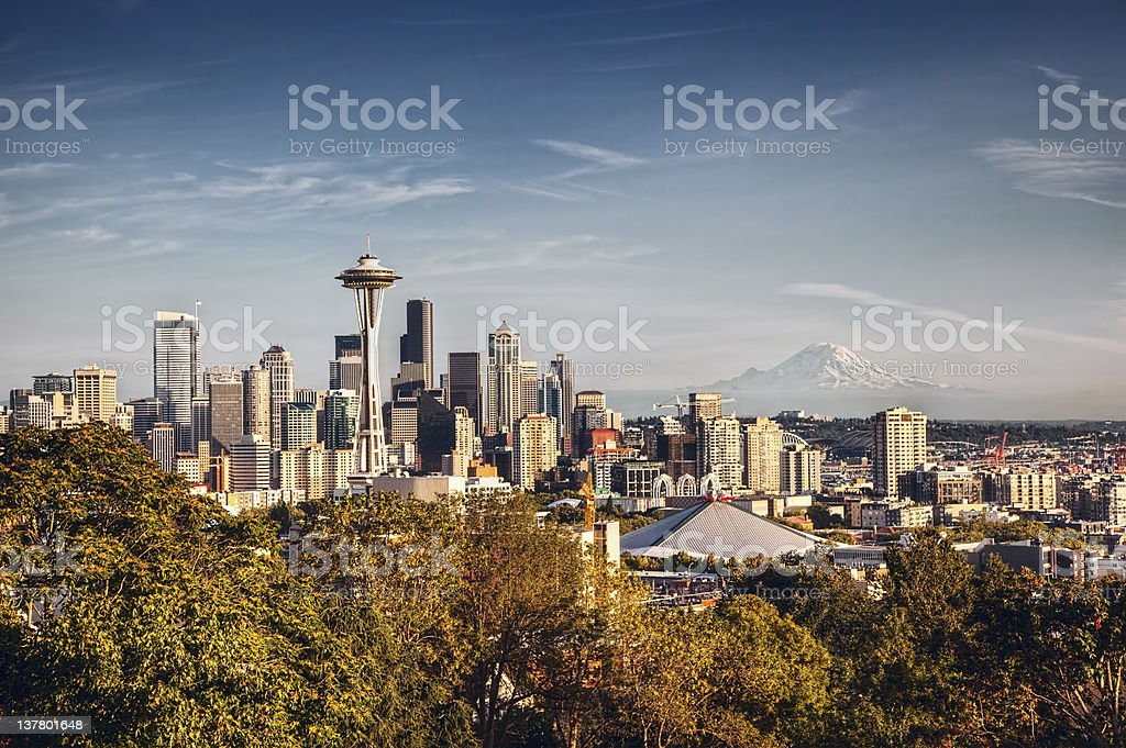 Seattle Skyline and Mount Rainier - Royalty-free City Stock Photo