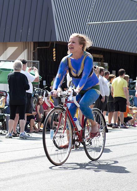 Royalty Free Gole ženske na kolesih slike, slike in fotografije - Istock-8669