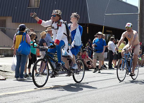 Royalty Free Gole ženske na kolesih slike, slike in fotografije - Istock-4258