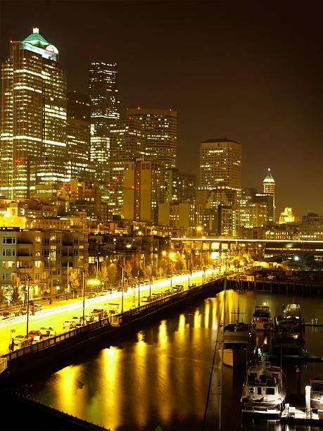 Seattle Waterfront bei Nacht – Foto