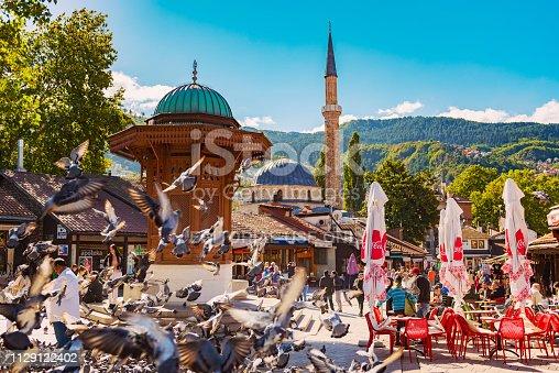 Sarajevo, Bosnia and Hercegovina – September 26, 2018: Sebilj fountain at Baščaršija with Baščaršijska Džamija in the Old Town of Sarajevo, Bosnia