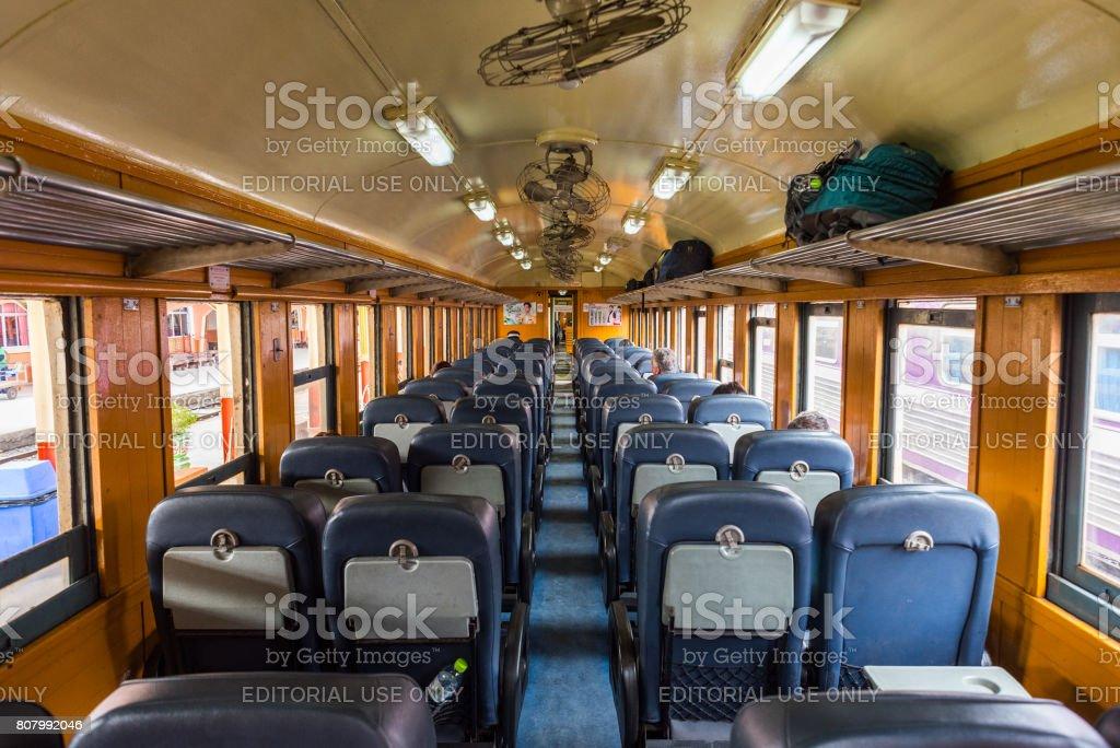 Zweite Klasse sitzen Auto von einem thailändischen Eisenbahn Zug – Foto