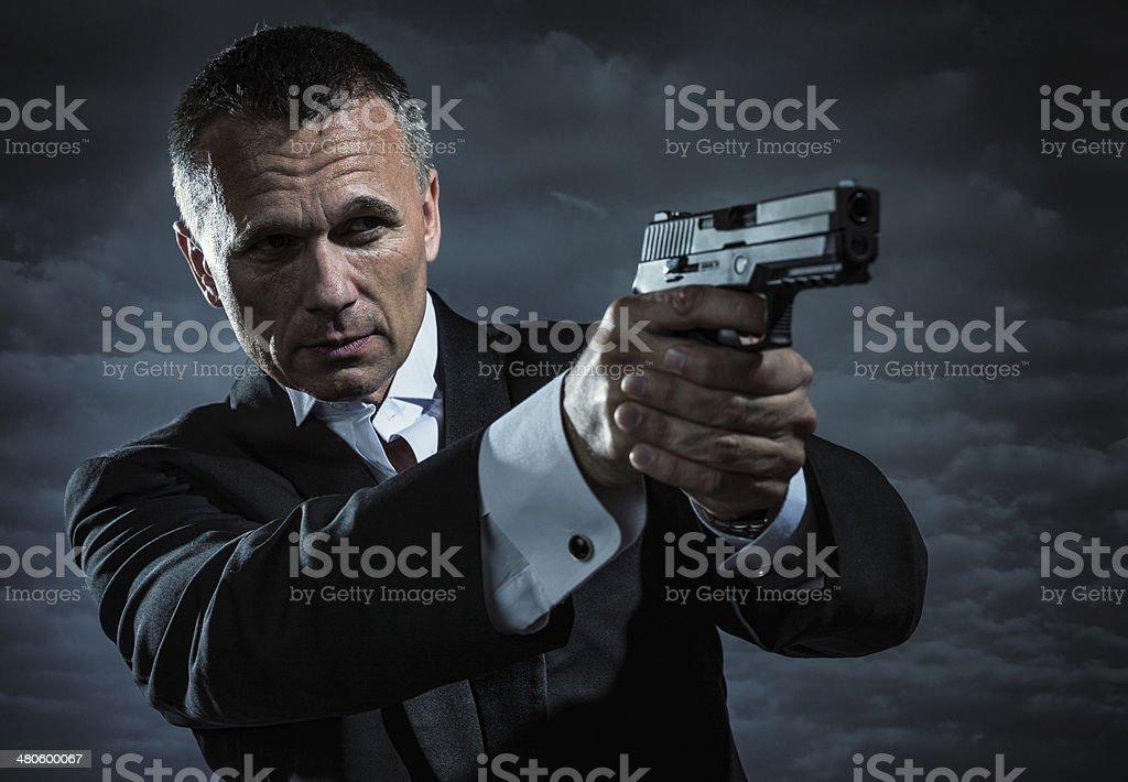 Agente secreto armadas con arma de mano - foto de stock