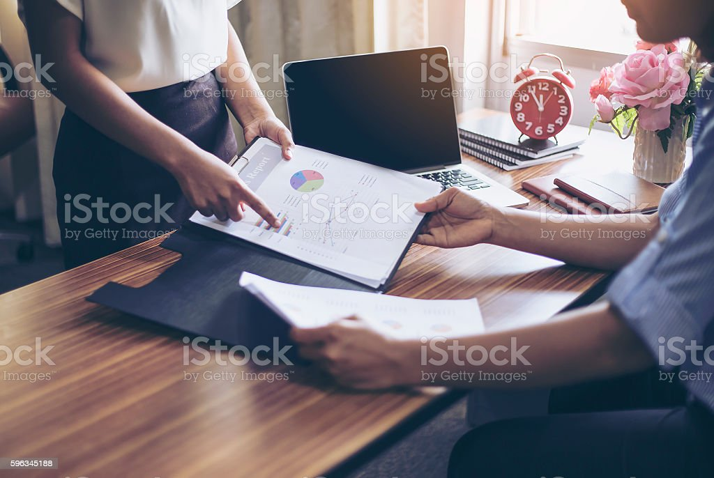 Secretary visual presentation for your boss to sign approval. Lizenzfreies stock-foto
