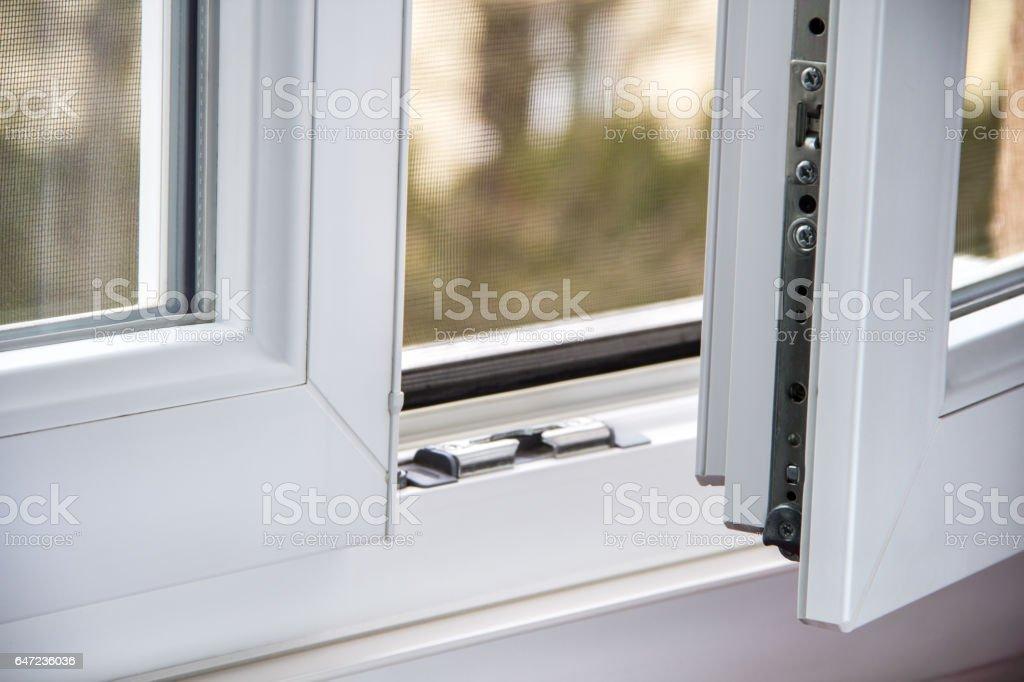Secure anti-theft burglars-proof window locking mechanism - Zbiór zdjęć royalty-free (Bez ludzi)