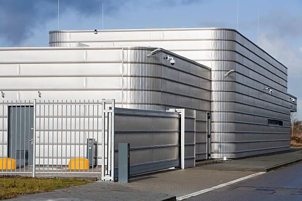 Secure metal industrial building foto
