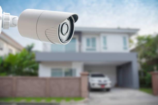 cctv security camera - bewakingscamera stockfoto's en -beelden