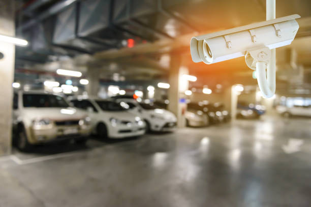 CCTV-Überwachungskamera mit verschwommenes Bild der unterirdischen Autos parken mit Autos. – Foto