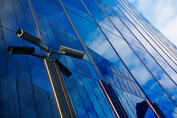 Videokameras Gebäude mit blauer Farbton – Foto