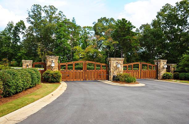 gates de segurança - portão imagens e fotografias de stock