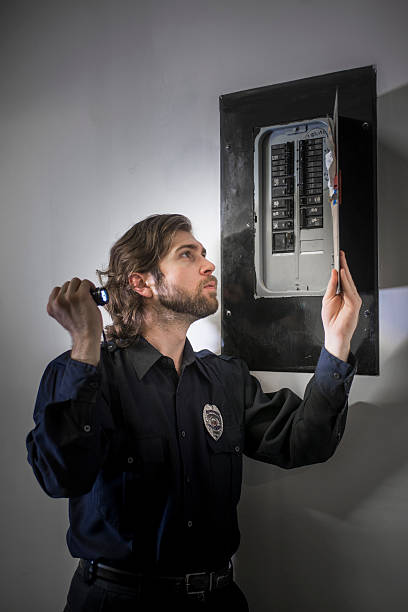 Security guard checking circuit breaker panel – Foto
