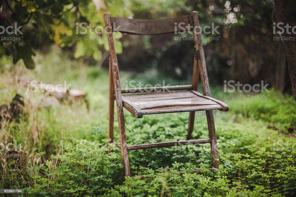 Sedia sul prato stock photo