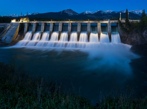 seebe hydroelectric dam near exshaw at night - diga foto e immagini stock
