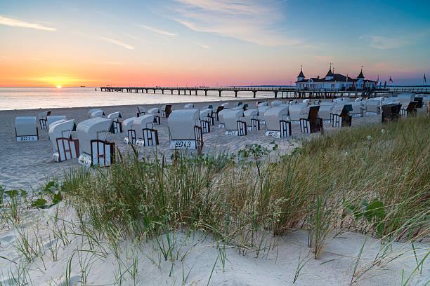 seebrücke ahlbeck im sunset - usedom stock-fotos und bilder
