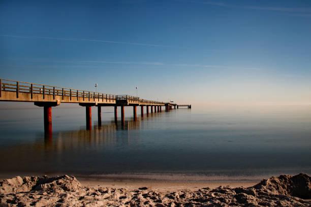 seebrücke prerow - prerow stock-fotos und bilder