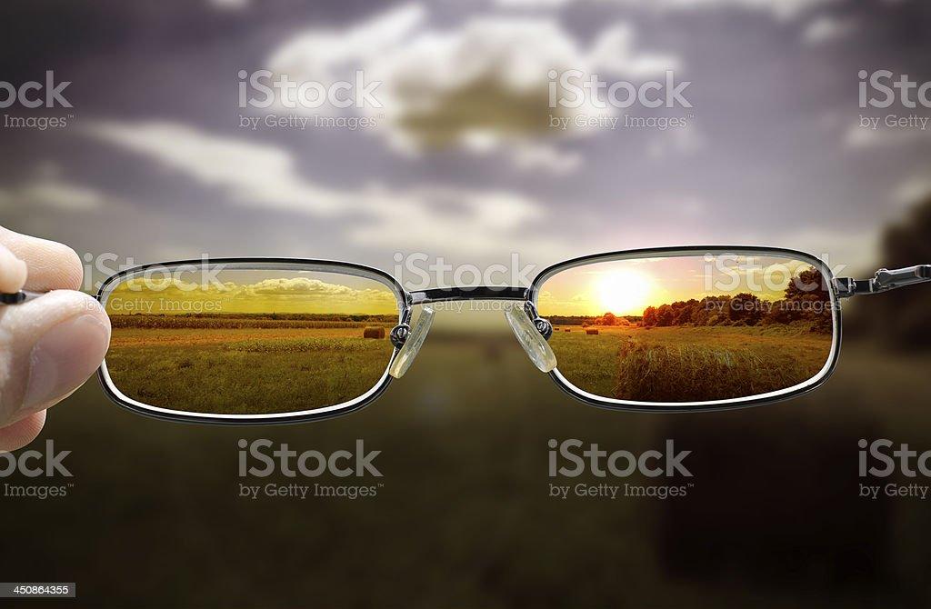 Sonnenuntergang durch die Brille sehen – Foto