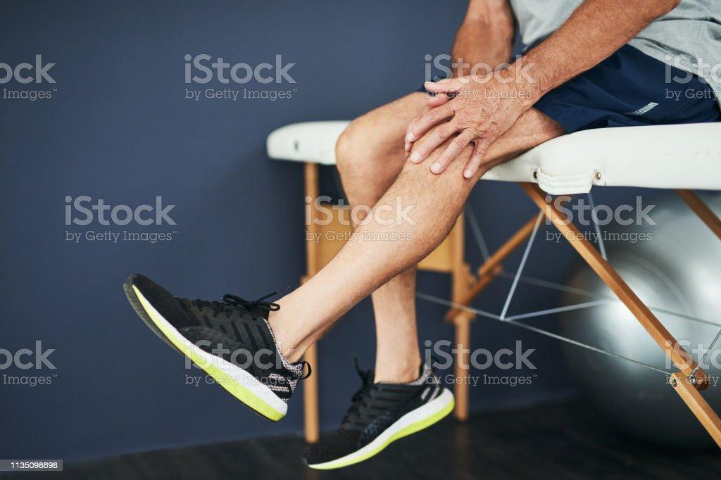 Den Physio über sein Knie sehen - Lizenzfrei Knie Stock-Foto
