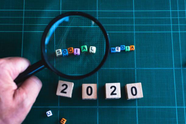 Suche nach der Lösung für das Unternehmen. Social Media ist die Antwort. – Foto