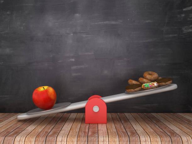 Seesaw-Skala mit Apple und Donuts auf Chalkboard-Hintergrund-3D-Rendering – Foto