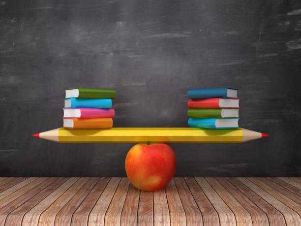 Seesaw-Skala mit Bleistift Apple und Bücher auf Chalkboard-Hintergrund-3D-Renderdering – Foto