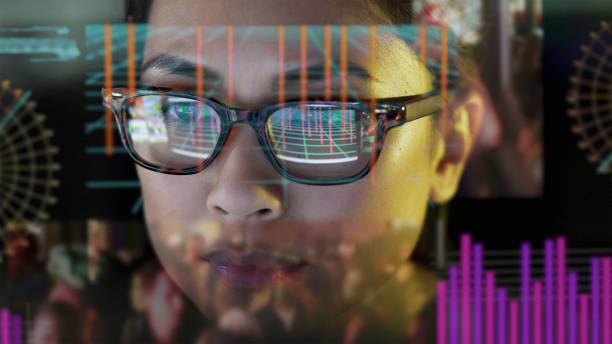 se-thru data skärm watcher. - investigating eye bildbanksfoton och bilder