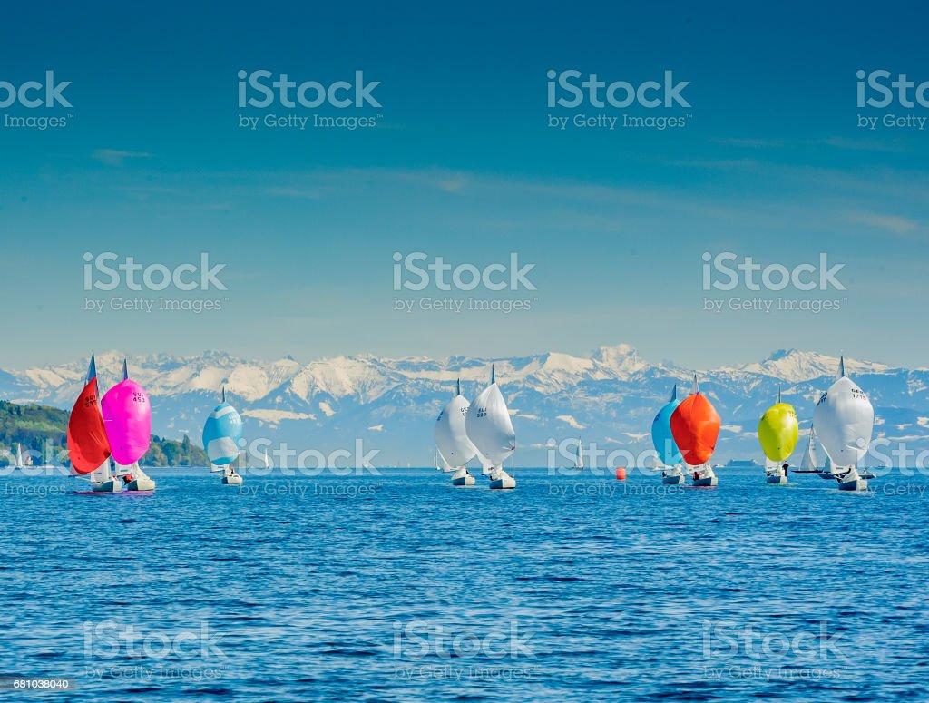 Segelboote vor den Bergen bei Föhn stock photo