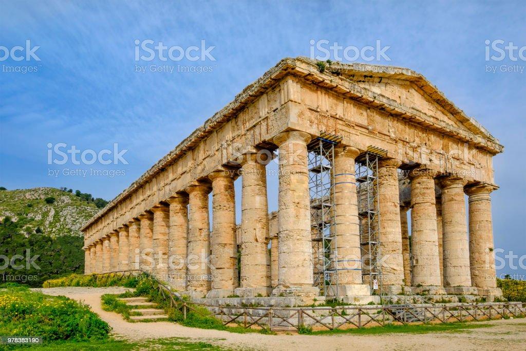 セジェスタドリス式神殿は紀元前...
