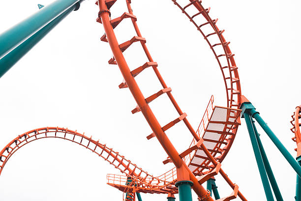 segmento de una montaña rusa - roller coaster fotografías e imágenes de stock