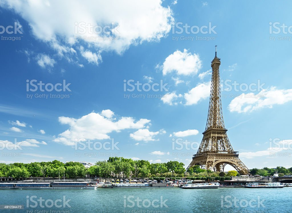 Seine à Paris avec la tour Eiffel en journée temps - Photo