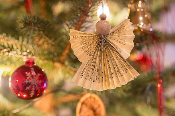 selbst gestalteter weihnachtsengel - geschenk zur taufe stock-fotos und bilder