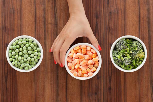 선택하여 냉동상태의 야채면 - 냉동식품 뉴스 사진 이미지