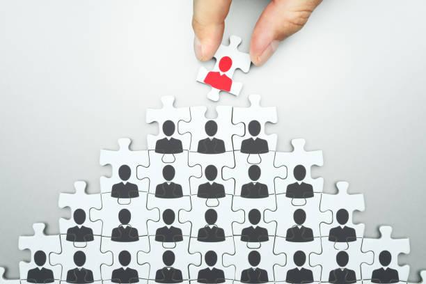 auswahl der anführer der unternehmensorganisation. human resources management. headhunting. - stellenabbau stock-fotos und bilder