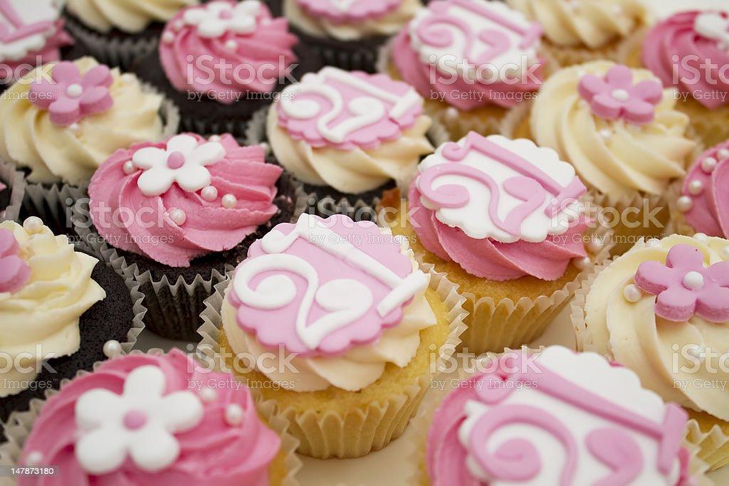 Auswahl an 21. Geburtstag-cupcakes – Foto