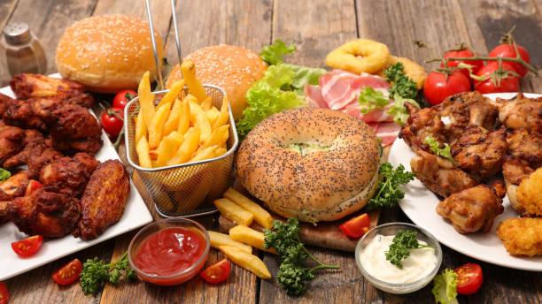 selectie van amerikaans eten - snack stockfoto's en -beelden